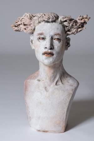 'Testigo  Número 27', Ana Rosenzweig ( Barro refractario modelado en pastillaje, 58 x 28 x 36 )