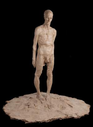 'Behold the Man', Grzegorz Gwiazda ( Papel con resina, 195 x 200 x 200 )