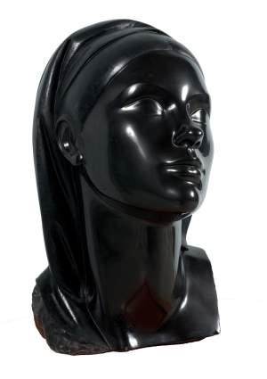 'Joven con manto', Luisa Granero                  ( Mármol negro, 48 x 26 x 34 )