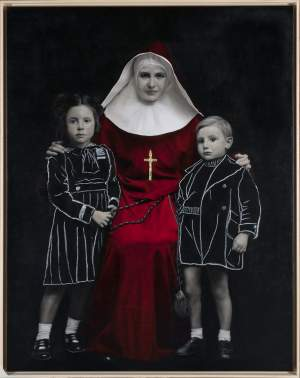 'Niños con monja', Angel Vaca de León ( Óleo y oro sobre lienzo, 146 x 114 cm )