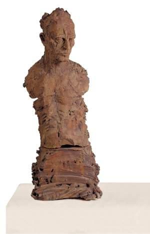 'S/t', Patricia Riveras Tobia            ( Cerámica patinada en hierro, 100 x 40 x 70 )