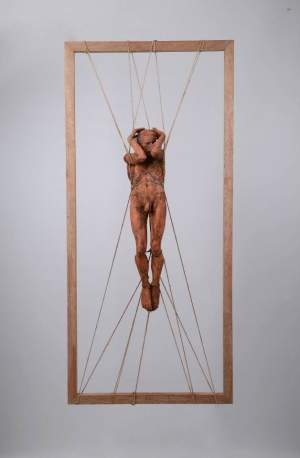 'Home lliure', Adriel Prieto ( Ceràmica, 60 x 135 x 16 cm )